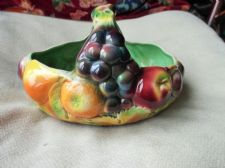 VINTAGE LARGE BOLD FRUIT DESIGN BASKET SYLVAC 414 GRAPES ORANGES APPLES